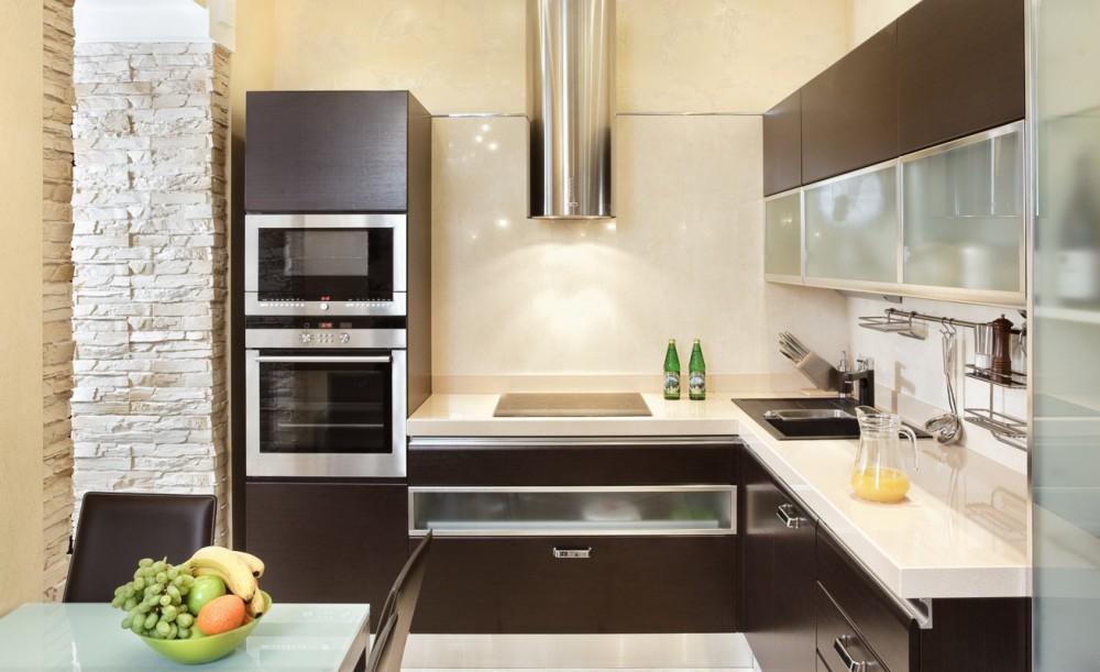Интерьер бежево коричневой кухни