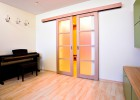 Posuvné dveře po zdi